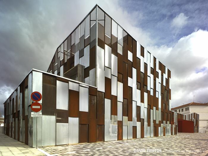 Centro de salud en v lez rubio elap arquitectos david for Fachada acero corten