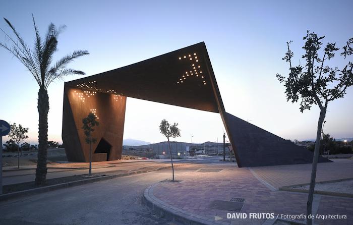 Pabell N De Acceso Tierra C Lida Clavel Arquitectos